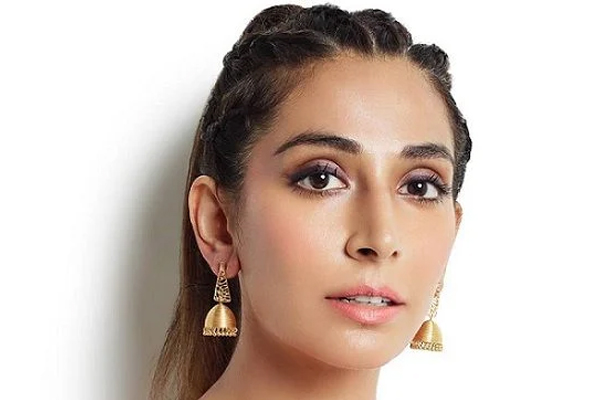 Monica Dogra: Have said no to item numbers many times - Bollywood News in Hindi