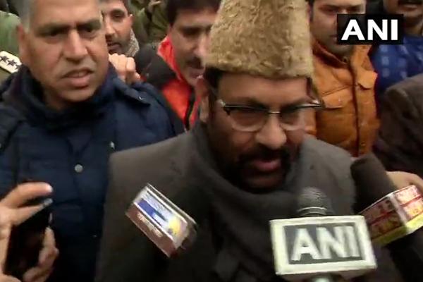 केन्द्रीय मंत्री नकवी लाल चौक पर लोगों से मिले,कहा-पूरे कश्मीर में सकारात्मक माहौल