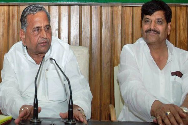 mulayam and shivpal have limited options after ec decision - Lucknow News in Hindi