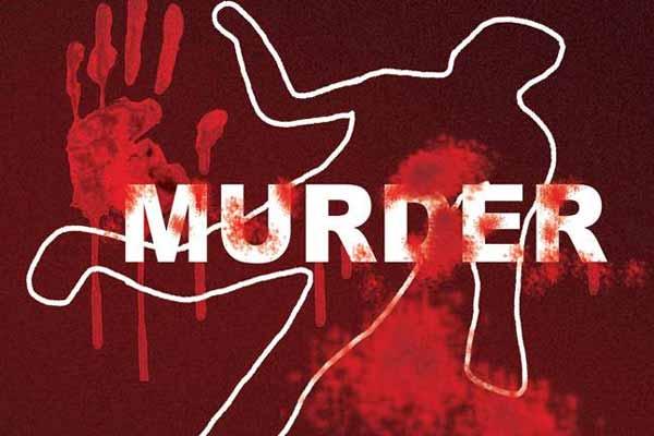 कासगंज: 6 बच्चों की मां को पति ने फावड़े से काट डाला