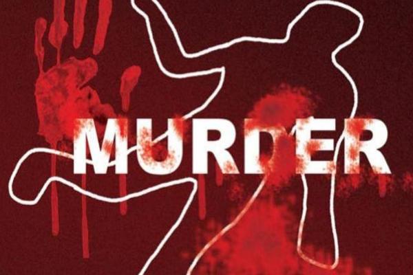 हरदोई में तीन लोगों की ईंट से कुचल कर हत्या