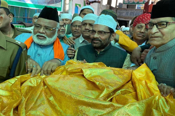 केंद्रीय मंत्री ने अजमेर शरीफ दरगाह पर PM मोदी की तरफ से चादर चढ़ाई, दिया यह संदेश