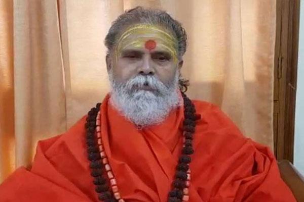 नरेंद्र गिरि : 'बुधऊ' से महंत बनने तक का सफर
