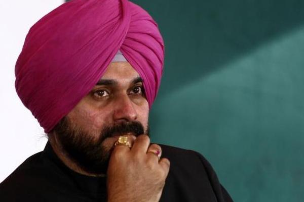 Punjab MPs seek to meet Sonia Gandhi, may oppose Sidhu appointment - India News in Hindi