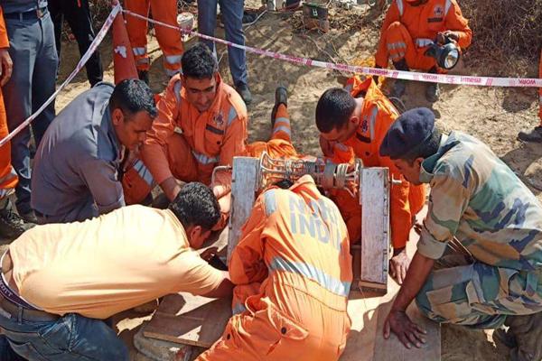 हिसार: बोरवेल में गिरे नदीम को बचाने का कार्य जारी,अभी तक बच्चा सुरक्षित