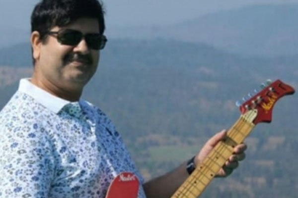 SUV-Hiran cases: NIA raids ex-encounter specialist home - Mumbai News in Hindi