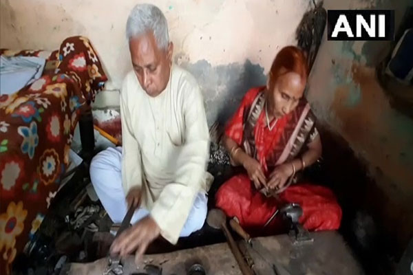 Old couple of Aligarh are building a lock of 300 kg, see photos - Aligarh News in Hindi