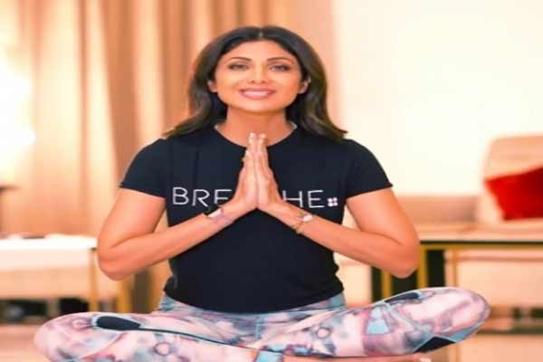 On Intl Yoga Day, Shilpa Shetty suggests asana for Covid recovery - Bollywood News in Hindi