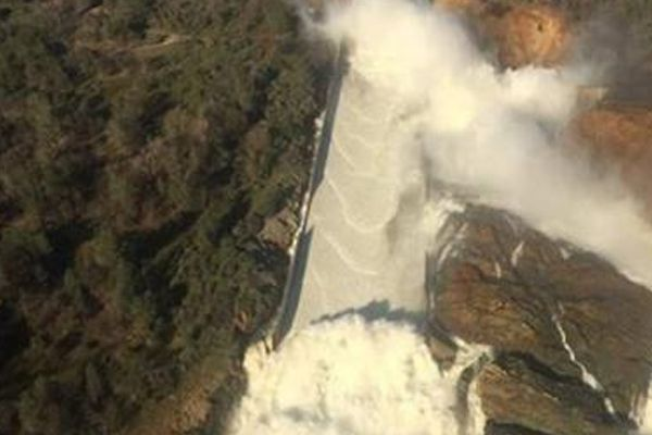highest dam in america faces threat,two lac people evacuated - World News in Hindi