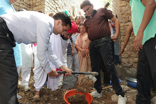 Minister Atarama Devasi launched a shovel in Bavdi and a flurry of water - Bundi News in Hindi