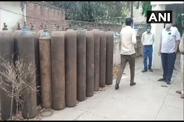 33 empty oxygen cylinders recovered from a house in Ambala - Chandigarh News in Hindi