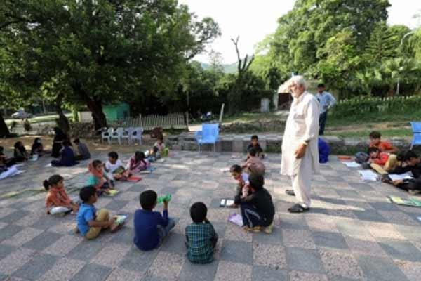 Pakistan keeps most schools shut - World News in Hindi