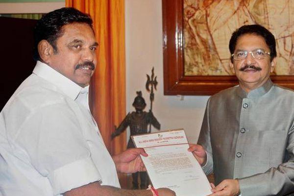Governor may invite Sasikala loyalist Palanisamy to form government - Chennai News in Hindi