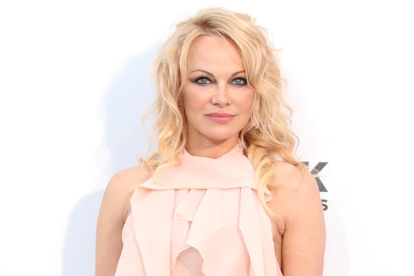 Pamela Anderson second marriage to bodyguard - Hollywood News in Hindi