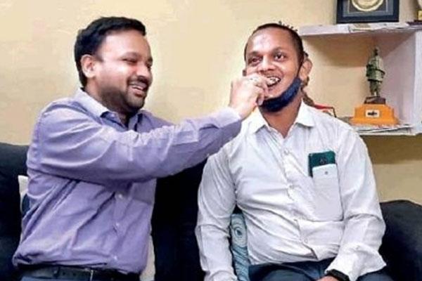 यूपी : पत्रकार को पीटने वाले आईएएस अधिकारी ने की सुलह