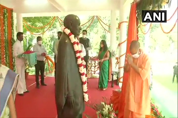 Chief Minister Yogi unveiled Sardar Patels statue at Raj Bhavan - Lucknow News in Hindi