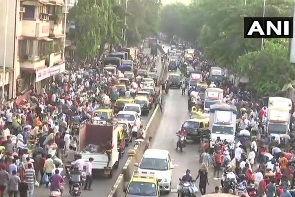 People seen violating Corona rules in Mumbai Dadar Sabzi Mandi - Mumbai News in Hindi