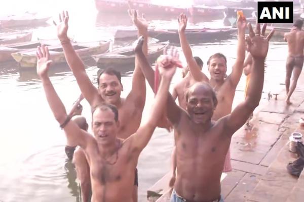 People took a dip in the Ganges river in Varanasi - Varanasi News in Hindi
