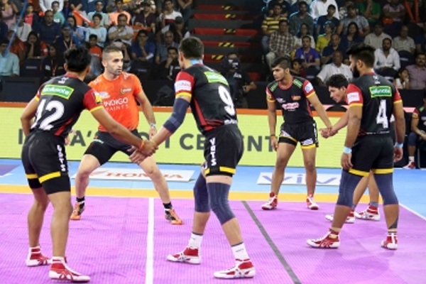 PKL-7: Bengaluru snatch victory over Bengal on 29 points - Sports News in Hindi