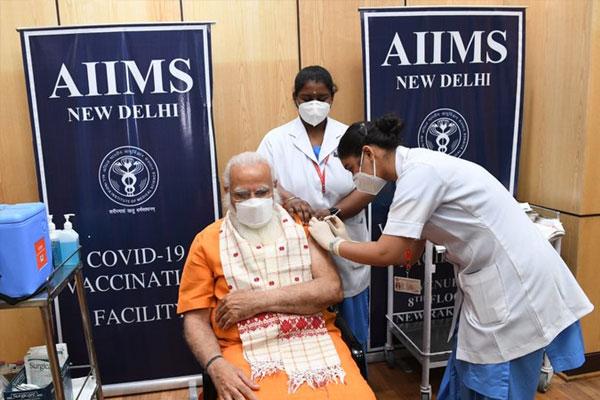 PM मोदी ने लगवाई कोरोना वायरस वैक्सीन की दूसरी डोज़