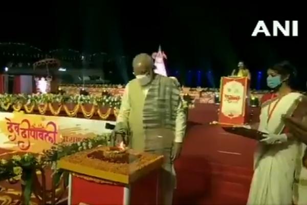 PM Narendra Modi inaugurated the Deepavali festival by lighting the lamp - Varanasi News in Hindi