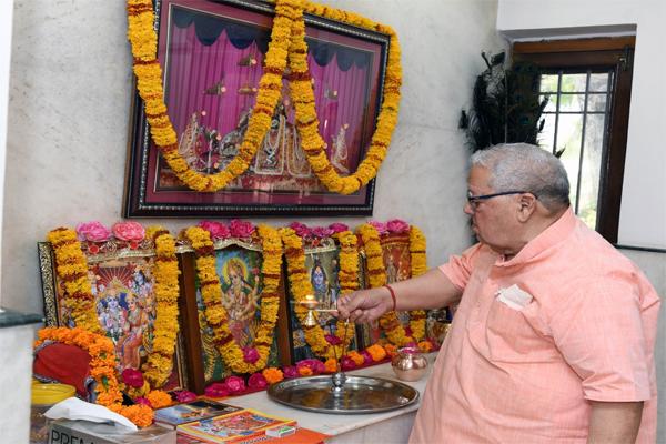 Governor Kalraj Mishra welcomes New Year by offering prayers at Pratipada year - Jaipur News in Hindi