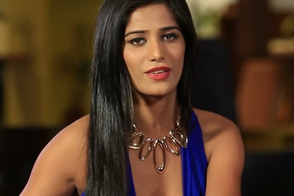 Poonam Pandey on Raj Kundra: He leaked my number with the message I will strip for you - Bollywood News in Hindi