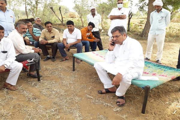 भाजपा प्रदेशाध्यक्ष डॉ. पूनिया ने ग्रामीणों से मुलाकात कर समस्याएं सुनी