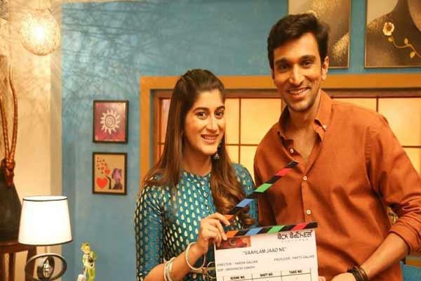 Prateek Gandhi most interesting co-actor: Deeksha Joshi - Bollywood News in Hindi