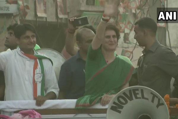 दीपेन्दर सिंह के समर्थन में प्रियंका गांधी ने रोहतक में निकाला रोड शो