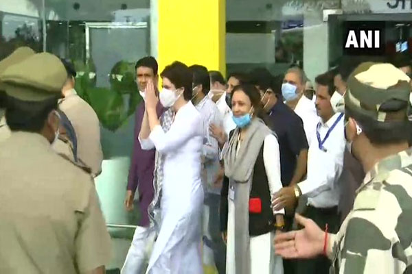 Priyanka Gandhi Vadra reached Lucknow on a three-day tour, Congress workers warmly welcomed - Lucknow News in Hindi