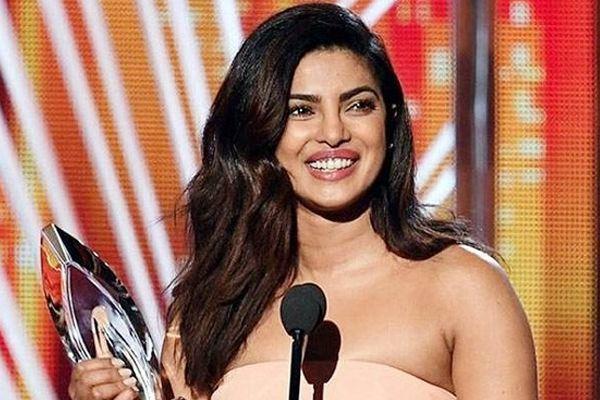 Priyanka Chopra wins second Peoples Choice Awards for Quantico - Hollywood News in Hindi
