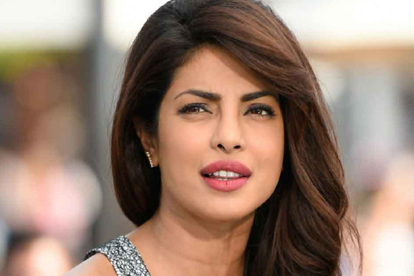 Priyanka Chopra made her hot by posting a picture in a bikini - Masala Gossips in Hindi