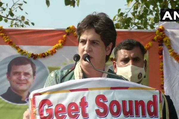 प्रियंका बोलीं, 'प्रधानमंत्री विदेश का दौरा कर सकते हैं पर दिल्ली में बैठे किसानों से नहीं मिल सकते'