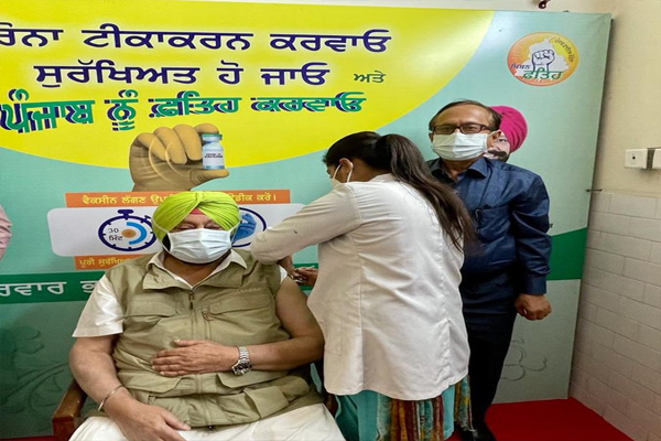 Punjab CM Captain Amarinder Singh Doses First Corona Vaccine - Punjab-Chandigarh News in Hindi