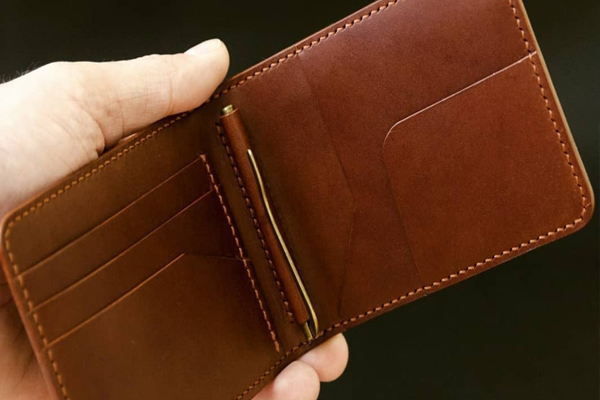 Keeping these things in the purse does not save money and ... - Jyotish Nidan in Hindi
