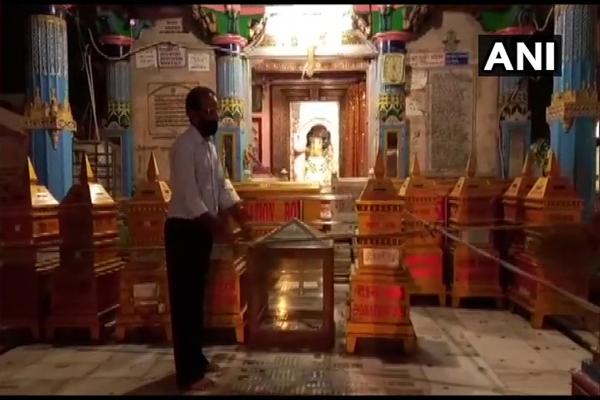 राजस्थान में मंदिर श्रद्धालुओं के लिए खुले, देखें पुष्कर के ब्रह्मा मंदिर की तस्वीरें