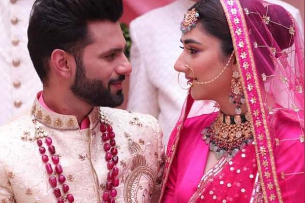 Rahul Vaidya, Disha Parmar spark off wedding rumours with music video pic - Bollywood News in Hindi