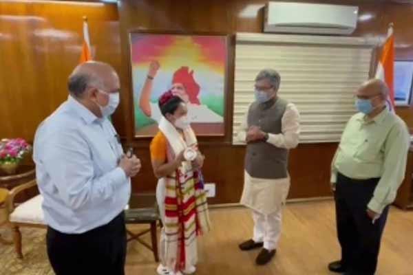 Railway Minister met Mirabai Chanu, announced a reward of Rs 2 crore - Sports News in Hindi