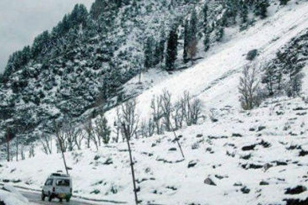 Affected life of snowfall in Kashmir - Srinagar News in Hindi