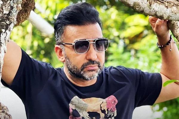 Raj aka Ripu Sudan Kundra is a director in 9 companies - Bollywood News in Hindi