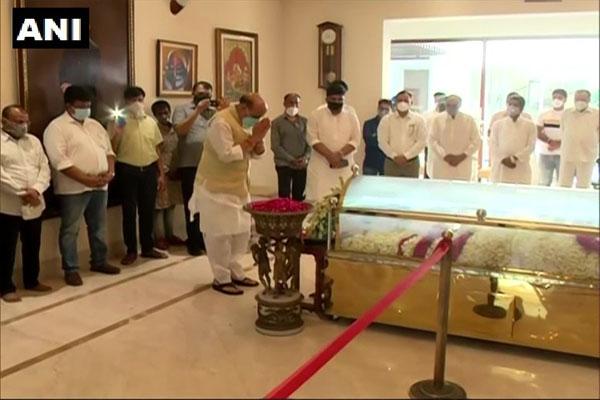 Union Defense Minister Rajnath Singh paid tribute to Amar Singh - Delhi News in Hindi