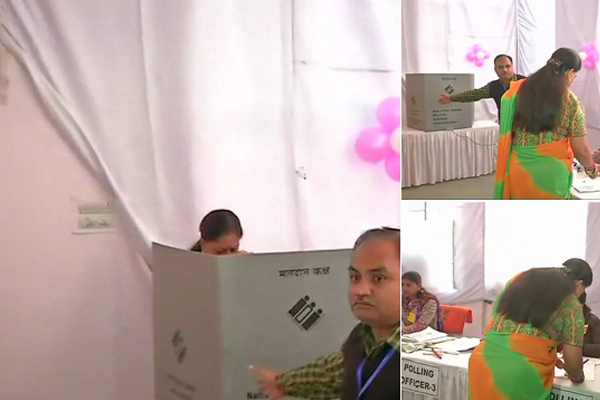 Rajasthan Assembly Election 2018 LIVE: Vasundhara Raje Casts Her Vote as BJP Faces Anti-incumbency - Jhalawar News in Hindi