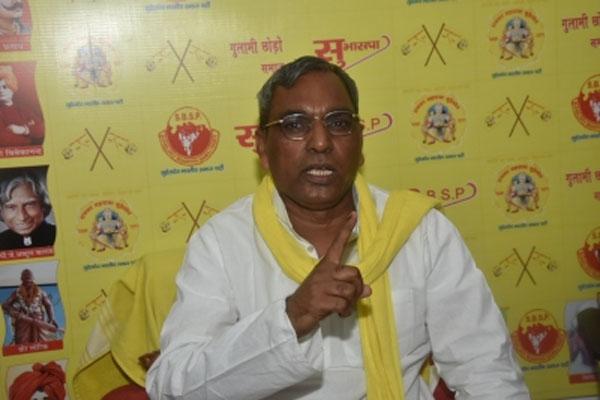 यूपी के पूर्व मंत्री ओमप्रकाश राजभर ने महिलाओं से  'भाजपा नेताओं की पिटाई' करने को कहा