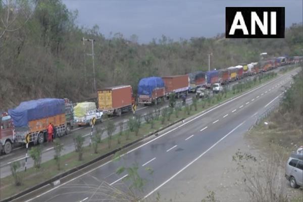 Jammu-Srinagar National Highway closed due to snowfall and landslide - Srinagar News in Hindi