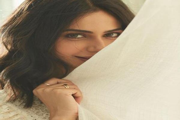 Rakul Preet hints at new series coming up? - Bollywood News in Hindi