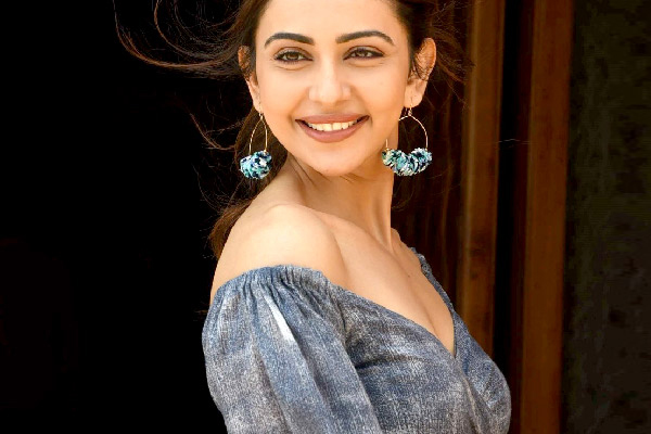 Rakul Preet mantra: Strong is the new sexy - Fitness Tips in Hindi