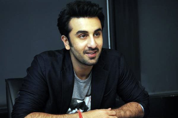 Ranbir recreates the All Izz Well scene from 3 Idiots - Bollywood News in Hindi