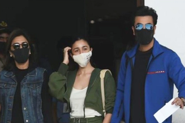 Ranbir-Alia in Ranthambore for New Year amid engagement rumours - Bollywood News in Hindi
