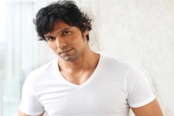 Randeep Hooda on why he likes exploring uncharted territories - Bollywood News in Hindi